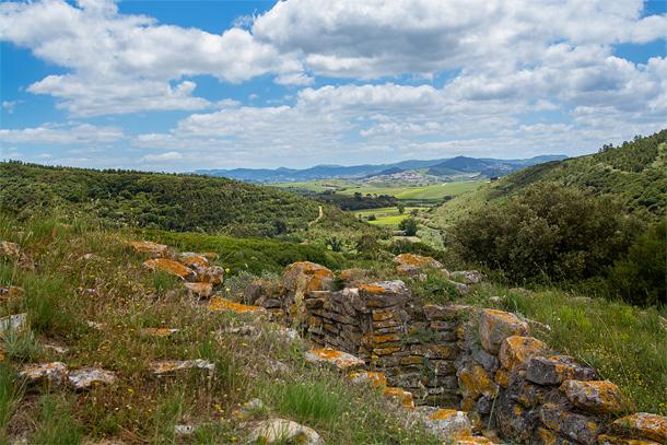 Restanten van de verdedigingslinies in het landschap rondom Torres Vedras
